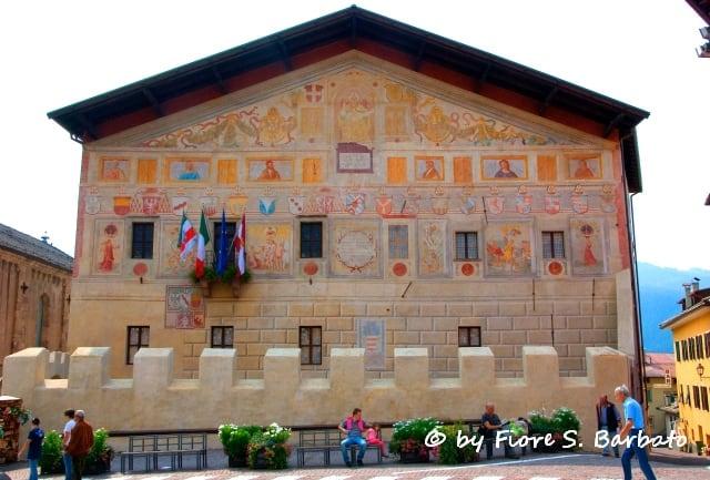 Bild von Palazzo Magnifica Comunità di Fiemme. italy valle val palazzo alto trentino stemma adige magnifica fiemme comunità