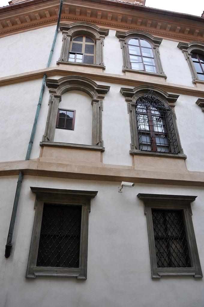 Image of Valdštejnský palác. geotagged licháokna oknalichá iluzivníokna oknailuzivní geo:lat=50090477089494414 geo:lon=14405793249607086